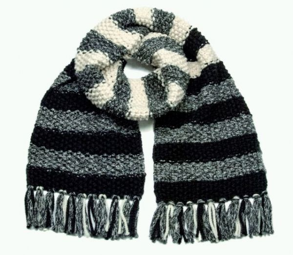18c858769328d6 Ob in kunterbunt oder dezent in schwarz-weiss-grau in dicker schmuseweicher  Wolle sind die Schals fürs Leben schnell gestrickt. Die Styles stehen  Männern ...
